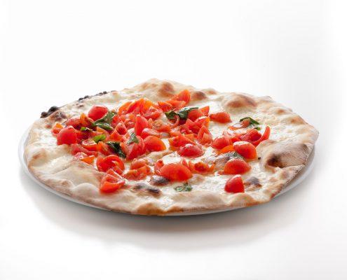 Pizza caprese con bufala e pomodorini