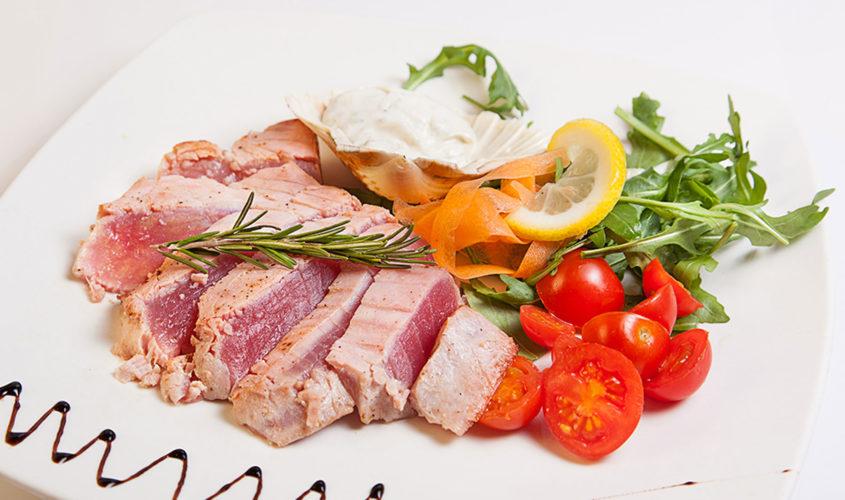 5 modi per cucinare il tonno ristorante zodiaco rimini - Cucinare tonno fresco in padella ...