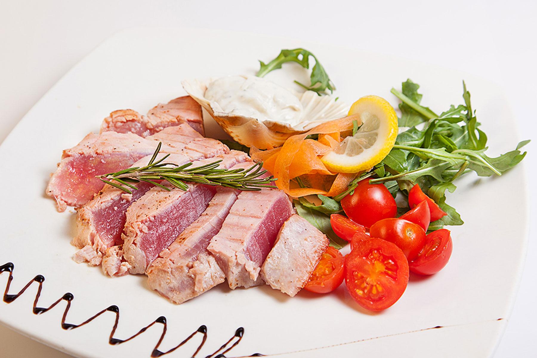 5 modi per cucinare il tonno ristorante zodiaco rimini - Cucinare tonno fresco ...
